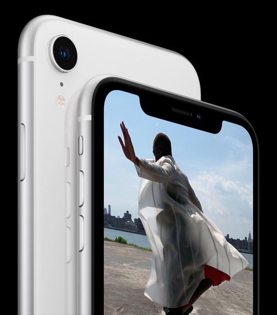iPhone XR 配备一个 1200 万像素 f/1.8 光圈广角摄像头。