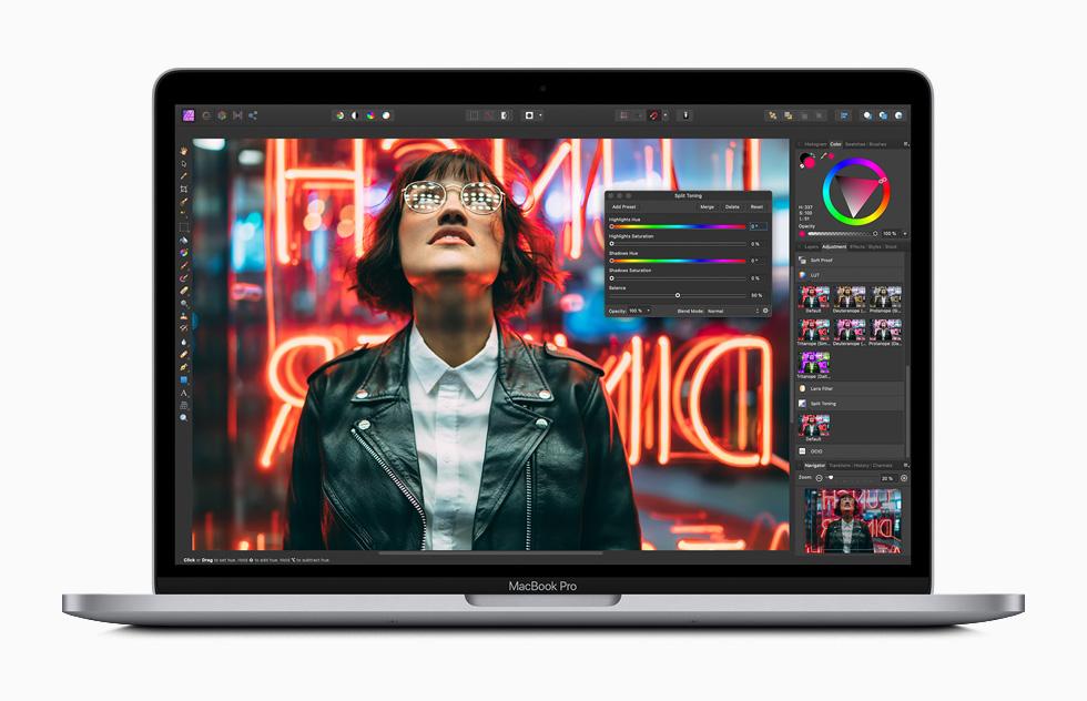 MacBook Pro 上的 Photoshop 编辑界面。