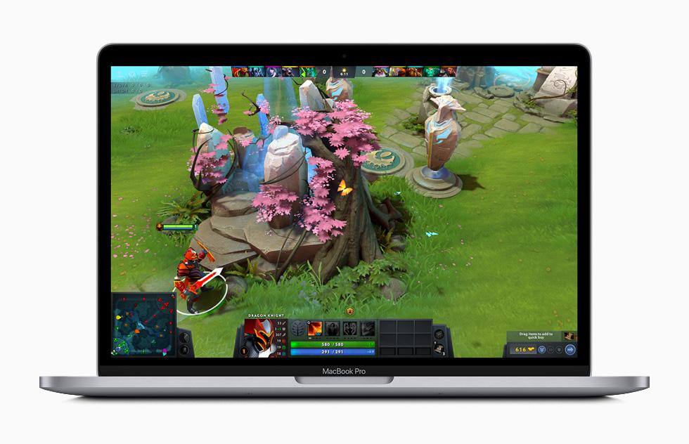 MacBook Pro 上显示《Dota 2》的游戏玩法。
