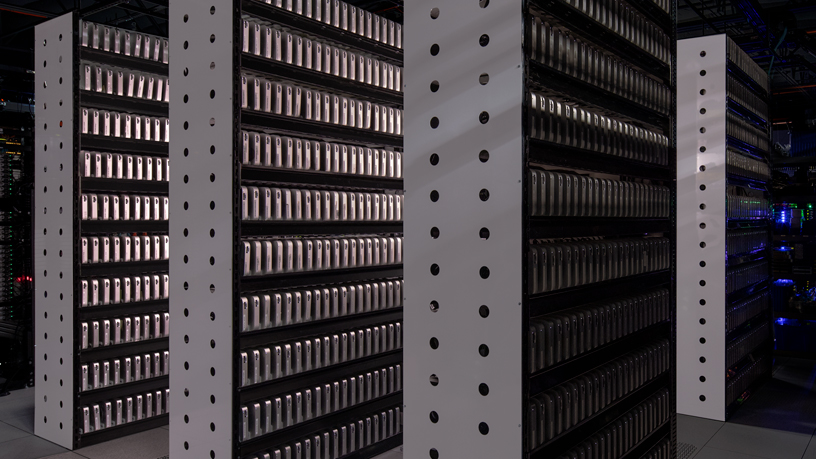 MacStadium 拉斯维加斯服务器机房中的 Mac mini 系统。