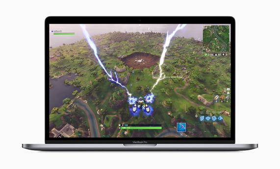 屏幕上显示有游戏画面的 MacBook Pro。