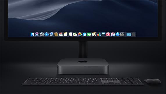 Mac mini 搭配妙控键盘、妙控鼠标和显示器。