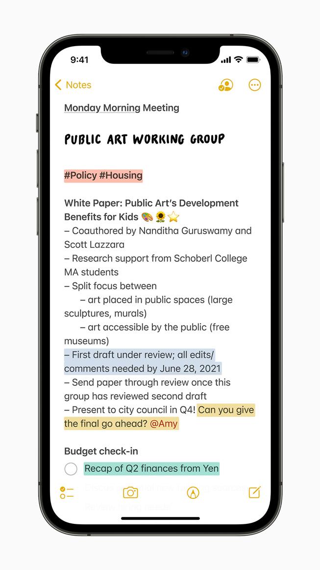 iPhone 12 Pro 上展示备忘录 app 中新的标签功能。