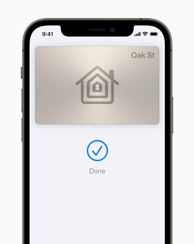 iPhone 12 Pro 的钱包 app 中展示数字家庭钥匙。