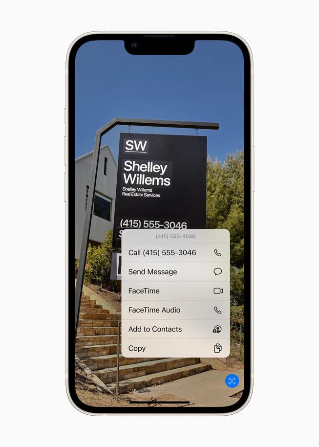星光色 iPhone 13 展示 iOS 15 的实况文本功能使用设备端智能识别照片中的文本。
