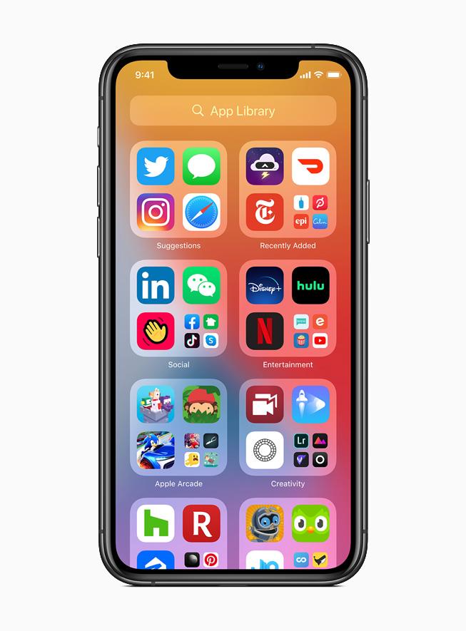 iPhone 11 Pro 上显示 iOS 14 中新的 App Library。