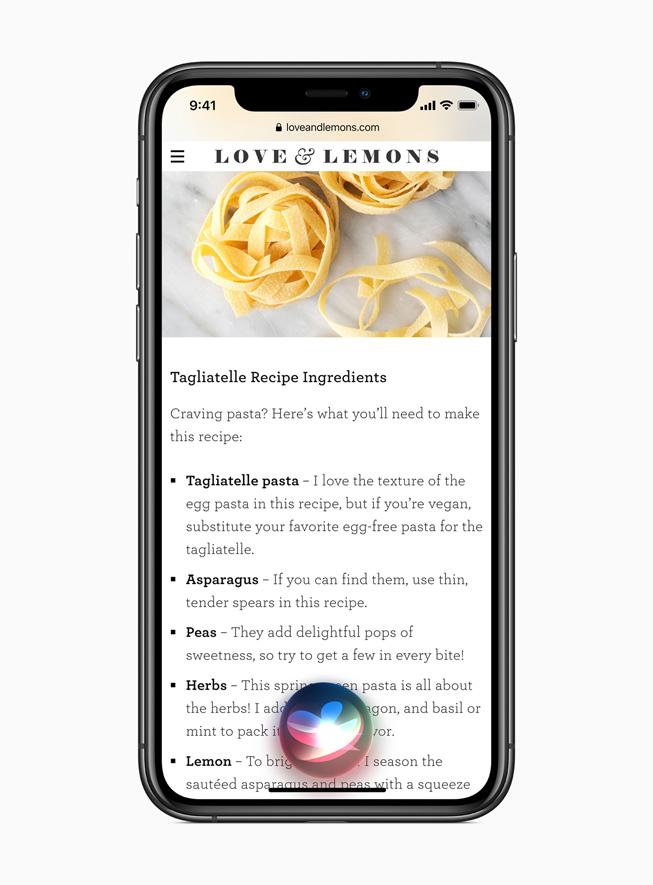iPhone 11 Pro 上显示 iOS 14 中的 Siri 体验。
