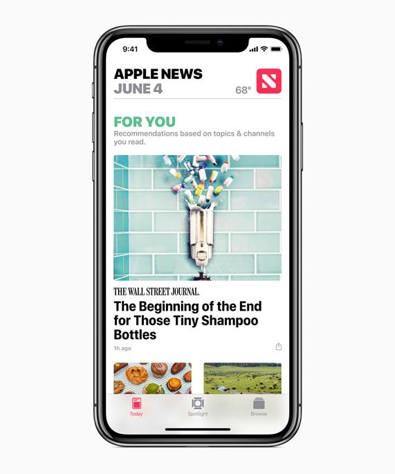 iPhone X 显示 Apple 新闻 app 和 For You 推荐内容。