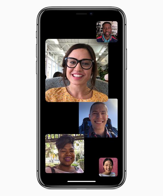 iPhone 的屏幕上开启着数个 Group FaceTime 通话聊天窗口。