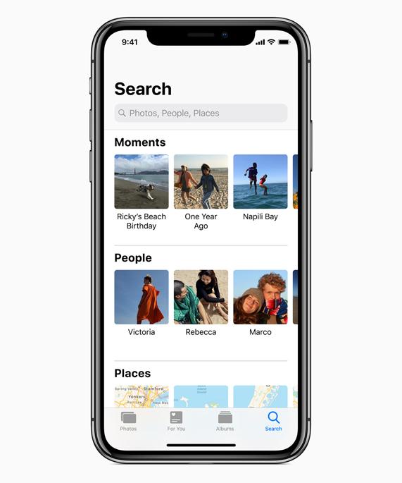 """iPhone X 显示具有""""时刻""""、""""人物""""和""""地点""""的照片搜索屏幕。"""