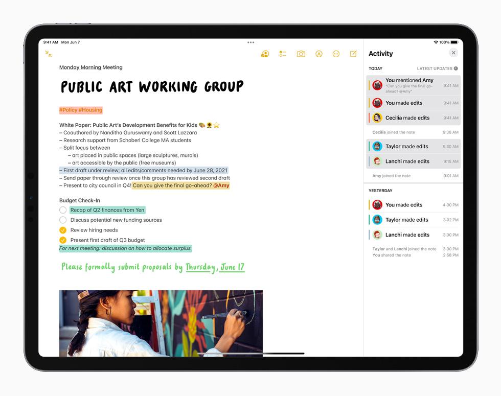 搭载 iPadOS 15 系统的 iPad Pro 中的备忘录 app。