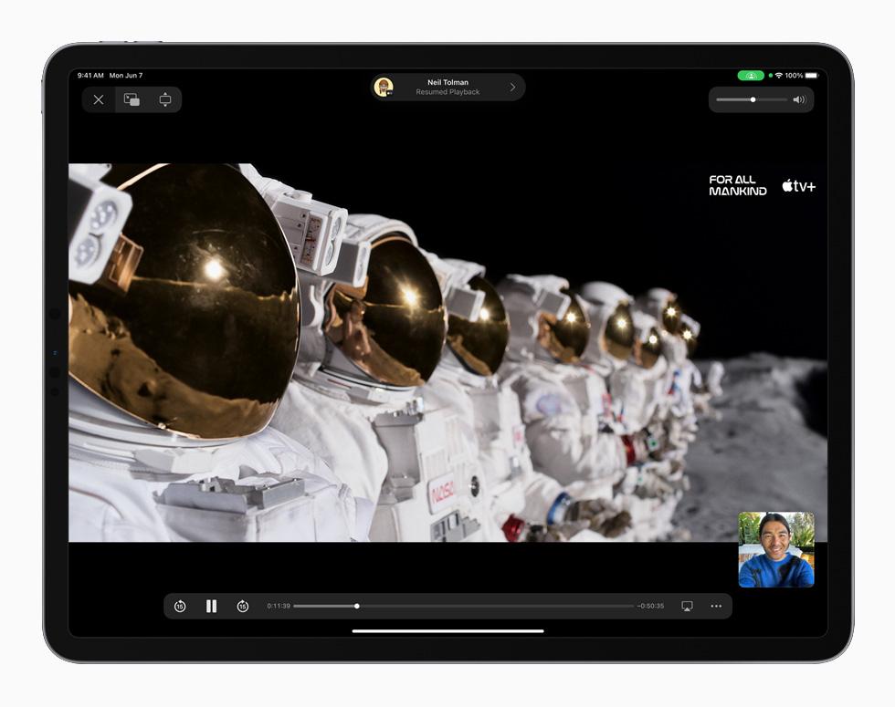 搭载 iPadOS 15 的 iPad Pro 上显示同播共享。