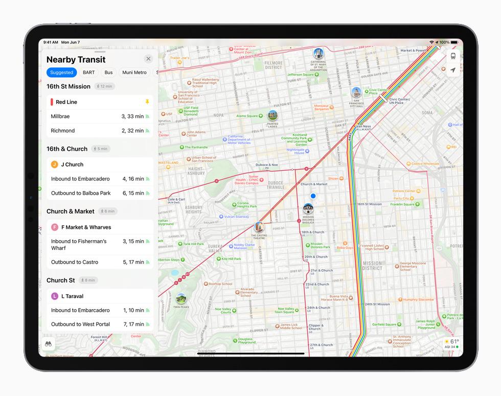搭载 iPadOS 15 的全新地图 app 设计在 iPad Pro 上显示。