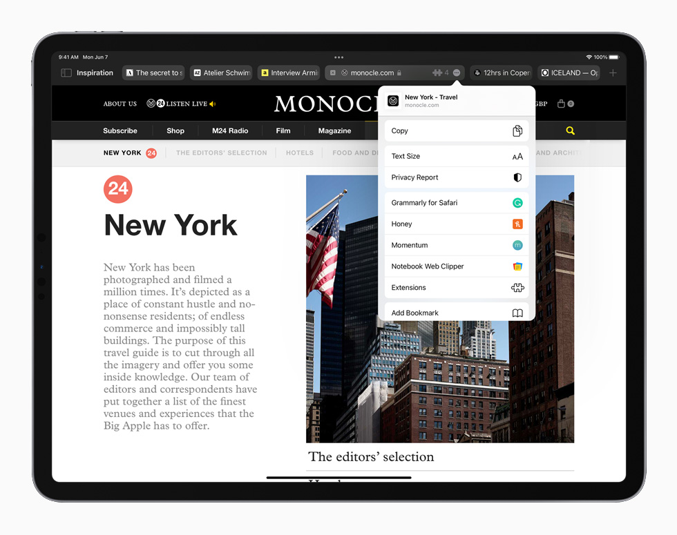 iPadOS 15 中重新设计的 Safari 浏览器页面在 iPad Pro 上显示。