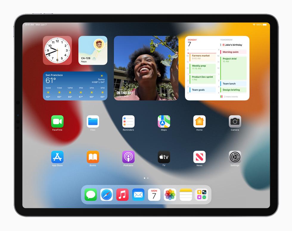 搭载 iPadOS 15 系统的 iPad 上的小组件。
