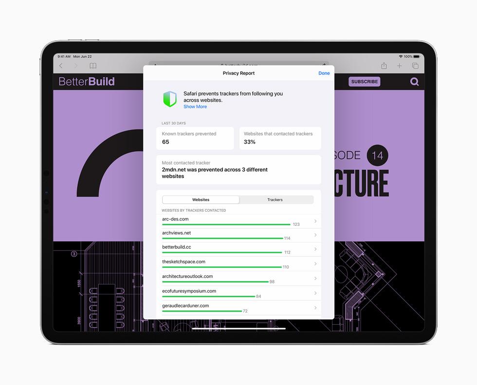 iPad Pro 上展示 Safari 浏览器新增的隐私报告功能。