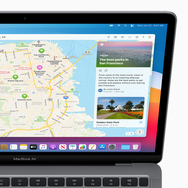 """MacBook Pro 上显示地图 app 中新的""""指南""""功能。"""