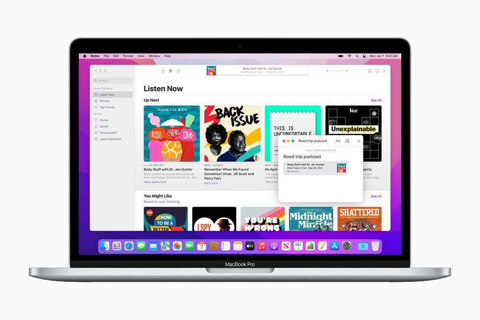 在 13 英寸 MacBook Pro 上展示的 macOS Monterey 快速备忘录。