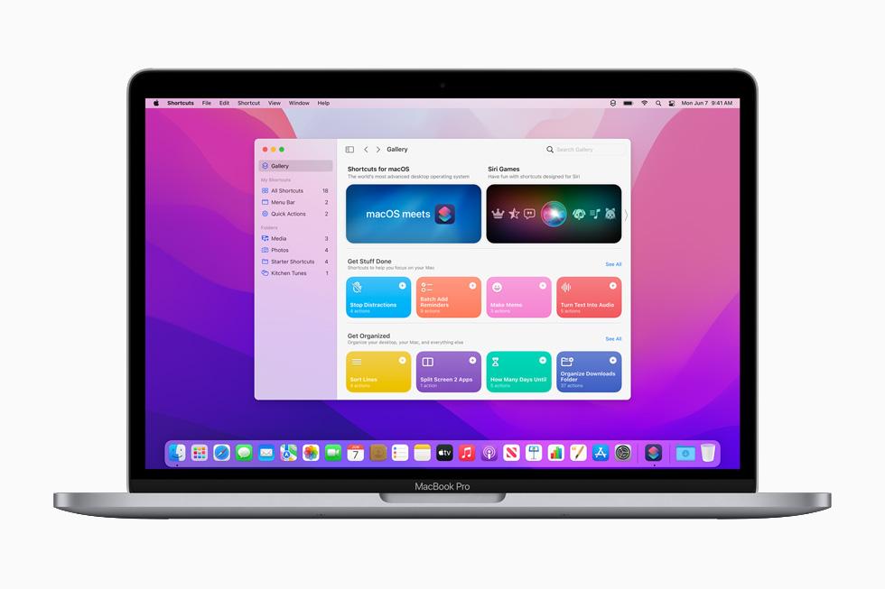 在 13 英寸 MacBook Pro 上展示的 macOS Monterey 的全新快捷指令。