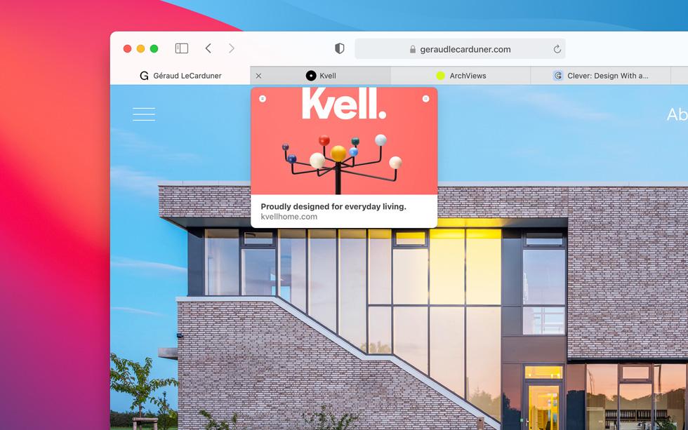Safari 浏览器中的页面预览悬浮在标签页上。