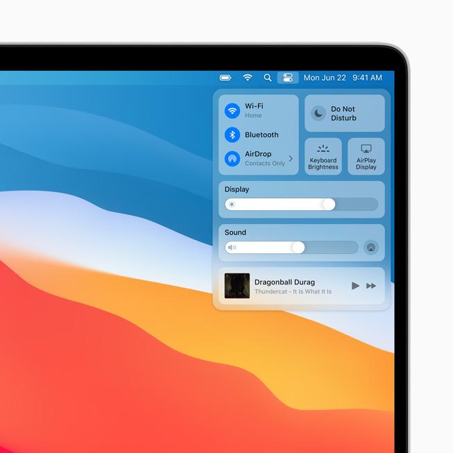 MacBook Pro 上显示 macOS Big Sur 中的控制中心。