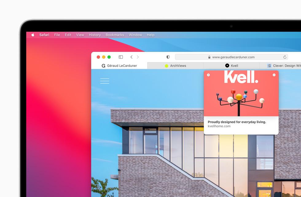 MacBook Pro 上显示 Safari 浏览器。
