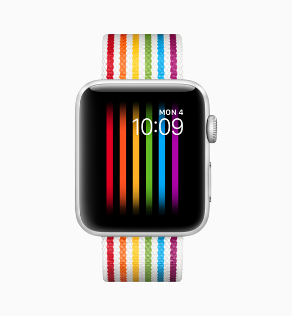 搭配新款彩虹版表带的 Apple Watch