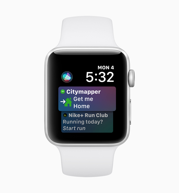 Apple Watch 在展示 Siri Citymapper 和 Nike+ Run Club 界面。