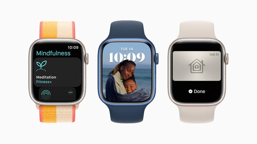 三块 Apple Watch Series 7 正在展示 watchOS 8。