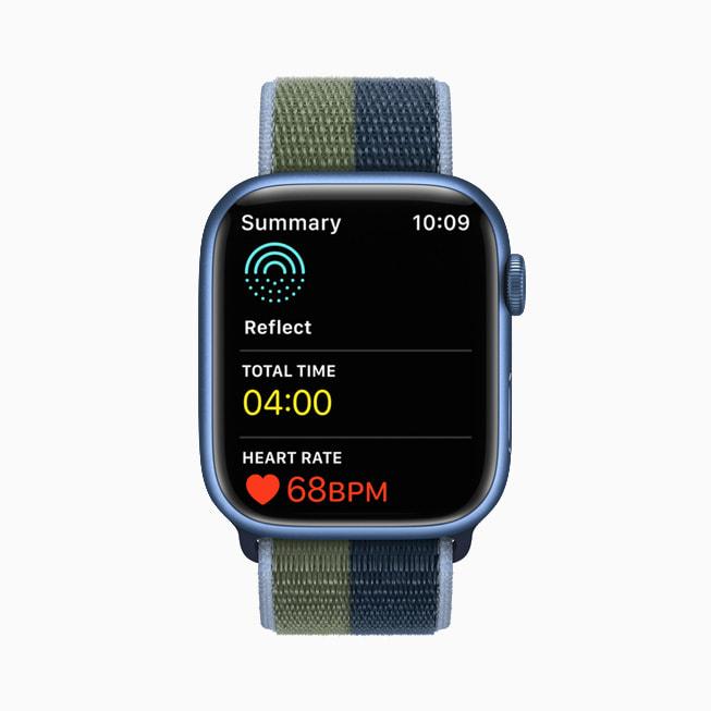 Apple Watch Series 7 的正念 app 中开启冥想练习。