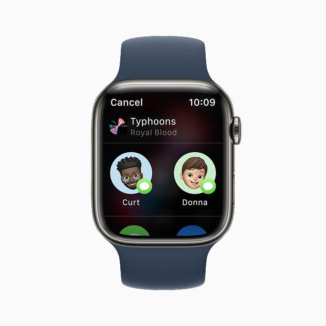 Apple Watch Series 7 上展示 watchOS 8 的音乐 app。