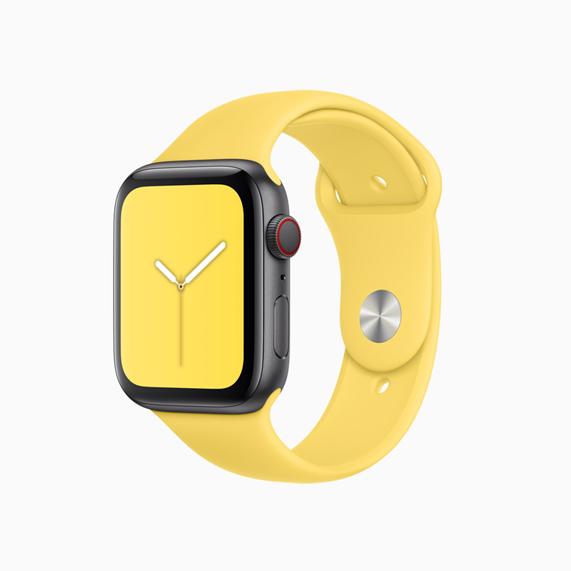 Apple Watch 淡黄色运动型表带。