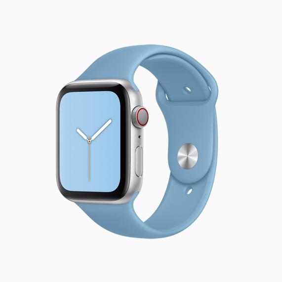 Apple Watch 菊蓝色运动型表带。