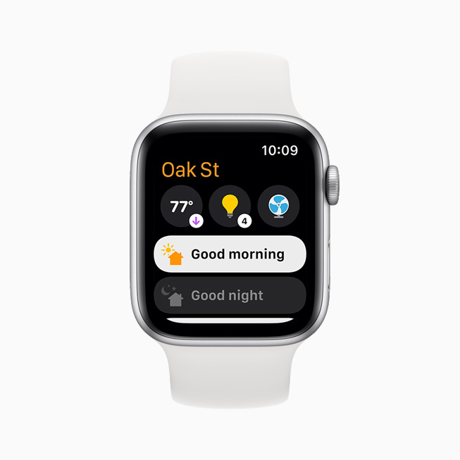在 Apple Watch Series 6 上展示的多个场景及配件,包含天气和房间照明。
