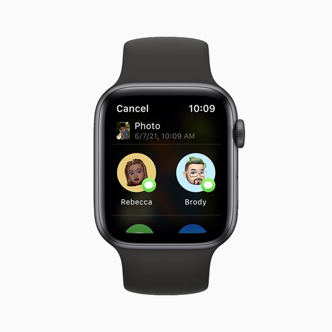 在 Apple Watch Series 6 上,使用新的共享表单通过信息 app 共享照片。