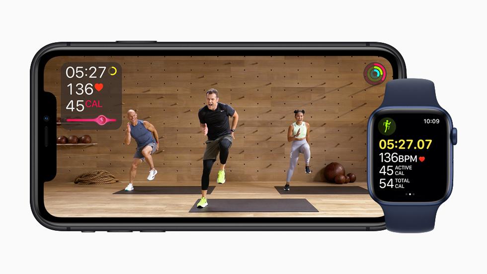iPhone 11 Pro 上所显示的 Apple Fitness+ 示范课。
