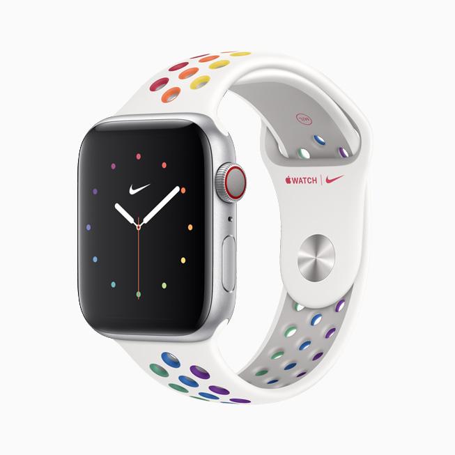 Apple Watch Nike 运动表带和表盘以彩虹设计重新演绎骄傲本色。