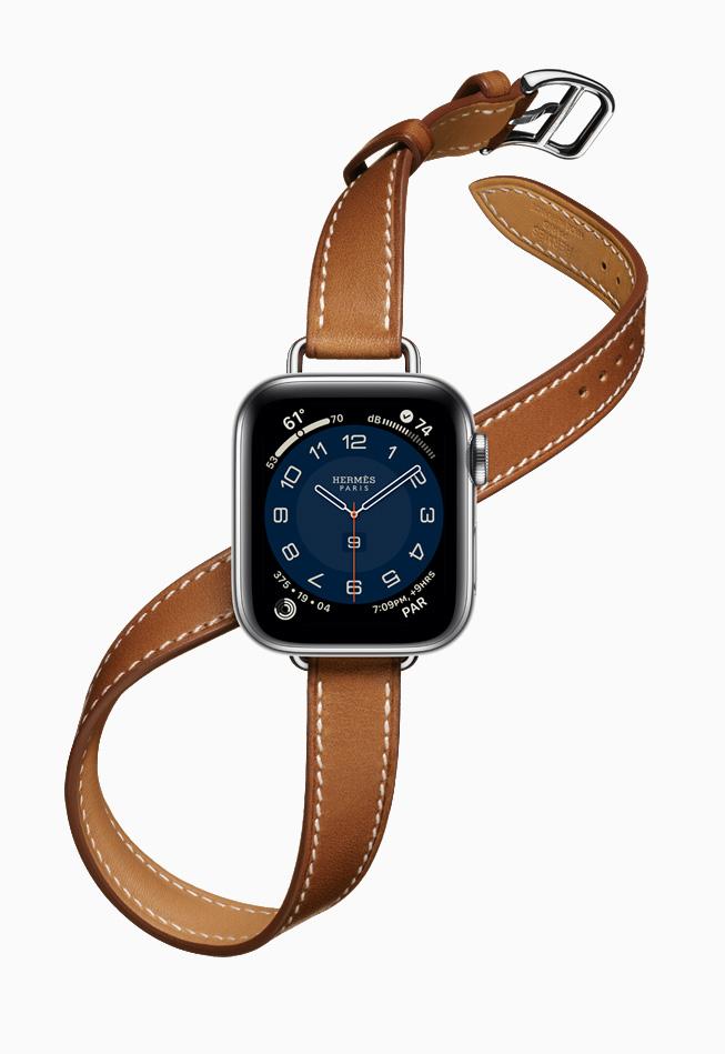 Apple Watch Hermès 搭配更为纤细的全新 Attelage Double Tour 表带。