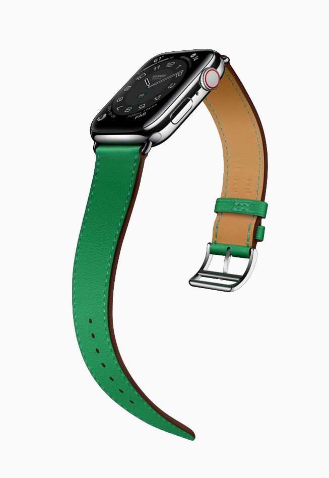 Apple Watch Hermès 搭配竹青色表带。