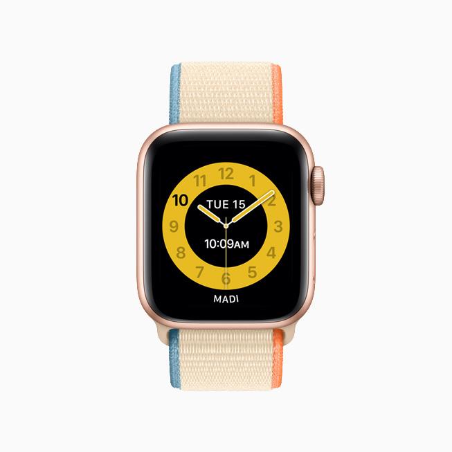 "Apple Watch 上的""课堂时间""黄色表盘。"