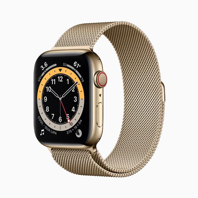 Apple Watch Series 6 搭配金色不锈钢表壳。