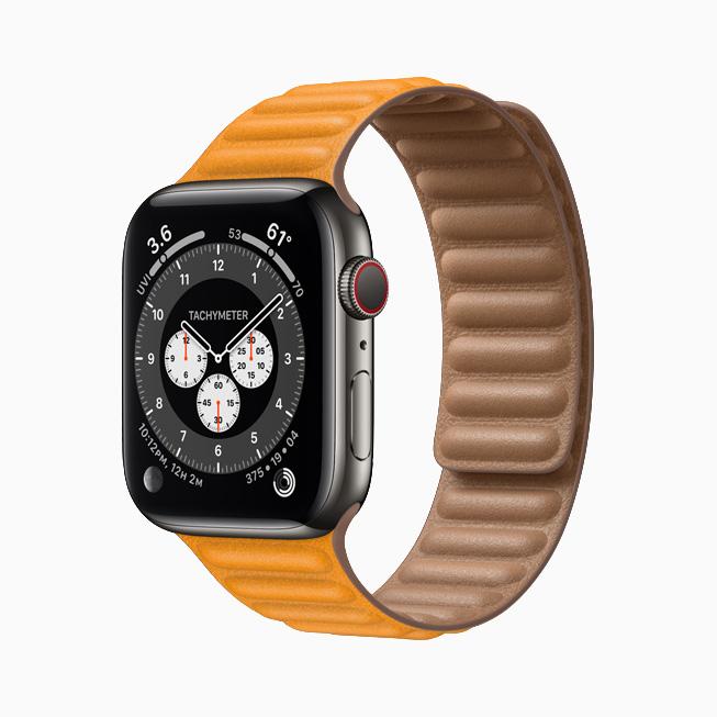 Apple Watch Series 6 搭配石墨色不锈钢表壳。