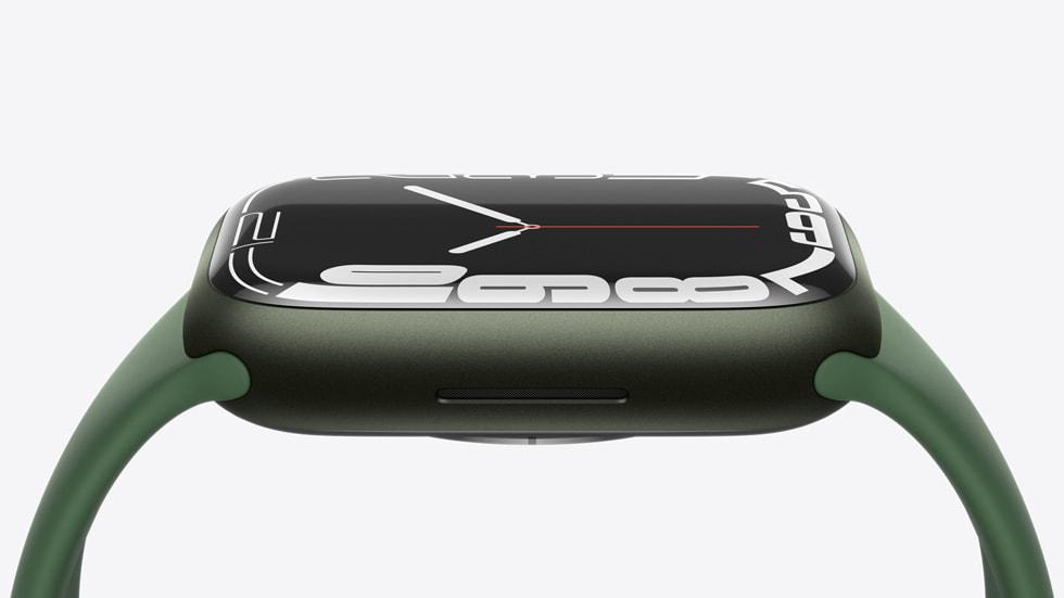 Apple Watch Series 7 的侧面。