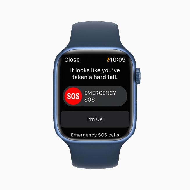 AppleWatchSeries7 上显示摔倒检测警报,询问用户是否严重摔倒并提供 SOS 紧急呼叫功能。