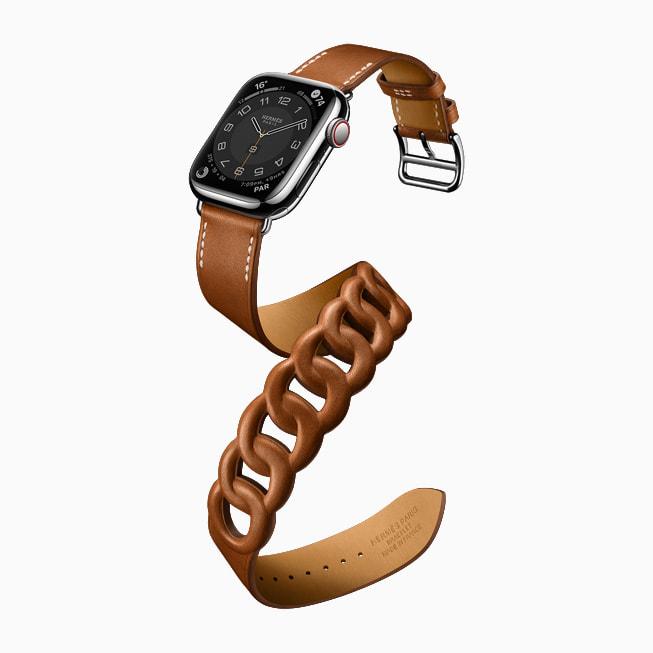 选用 HermèsGourmetteDoubleTour 款式的 AppleWatchSeries7。