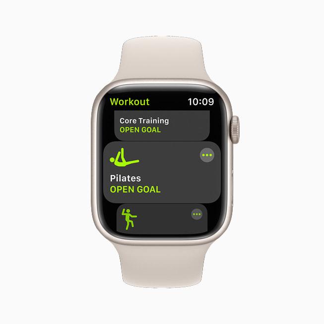 Apple Watch Series 7 上正在显示新的普拉提体能训练