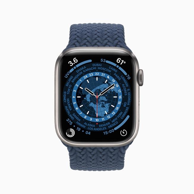 展示世界时钟表盘的 Apple Watch Series 7。