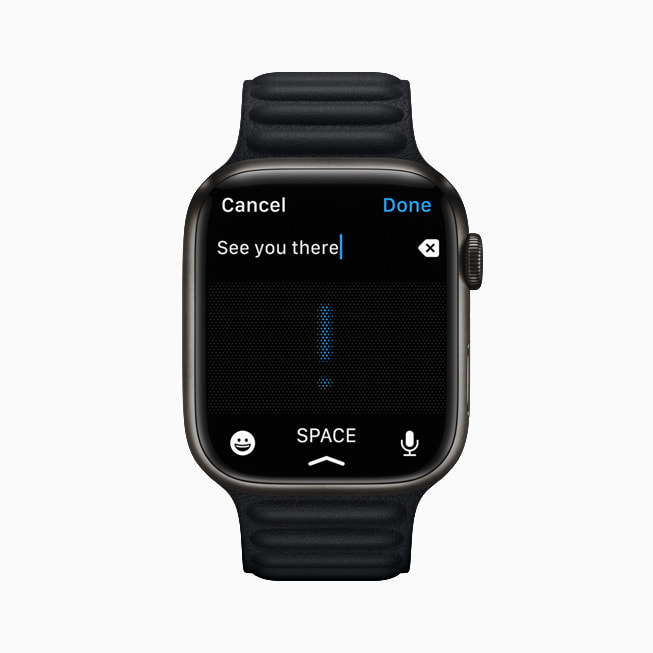 Apple Watch Series 7 展示信息 app 的听写功能。