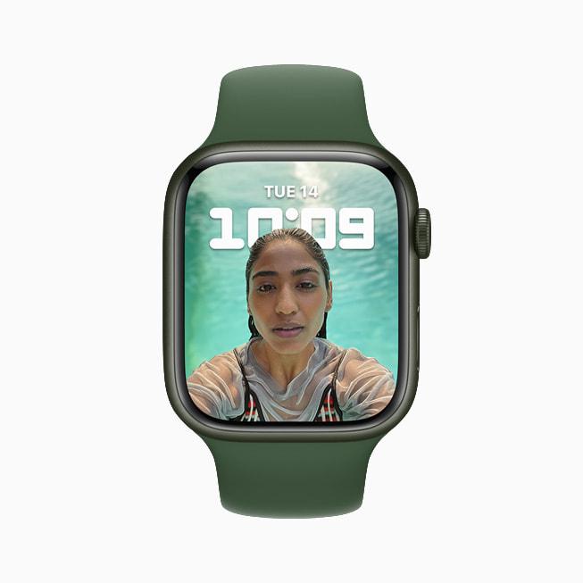 Apple Watch Series 7 展示新人像表盘。