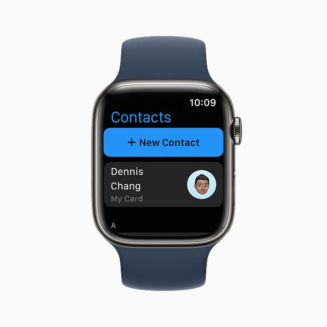 TKTKApple Watch Series 7 上展示 watchOS 8 的联系人 app。